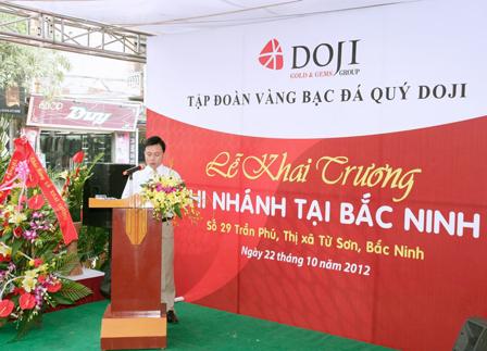 Sang ngay 22-10-2012 tai thi xa Tu Son - Tu Son - Bac Ninh Tap doan DOJI  cua hang vang bac Tien Ngoc va cong ty to chuc su kien Vung Ben da khai truong Chi nhanh Bac Ninh