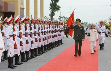 Le Ky niem 30 nam thanh lap don nhan huan chuong quan cong hang nhi va khai giang nam hoc 2014 - 2014  DH Ky thuat - Hau can Cong an nhan dan