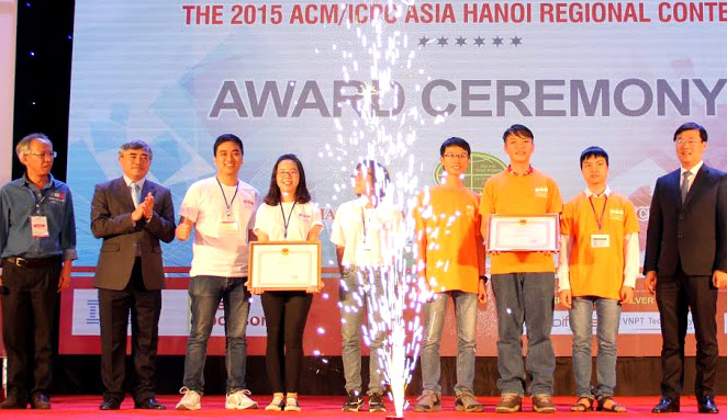 Ky thi lap trinh sinh vien quoc te ACM-ICPC lan thu 41 tai Truong Dai hoc Kinh doanh va cong nghe Ha Noi