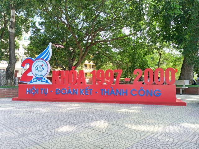 Hoi khoa ky niem 20 nam ngay ra truong Truong THPT Tien Du so 1